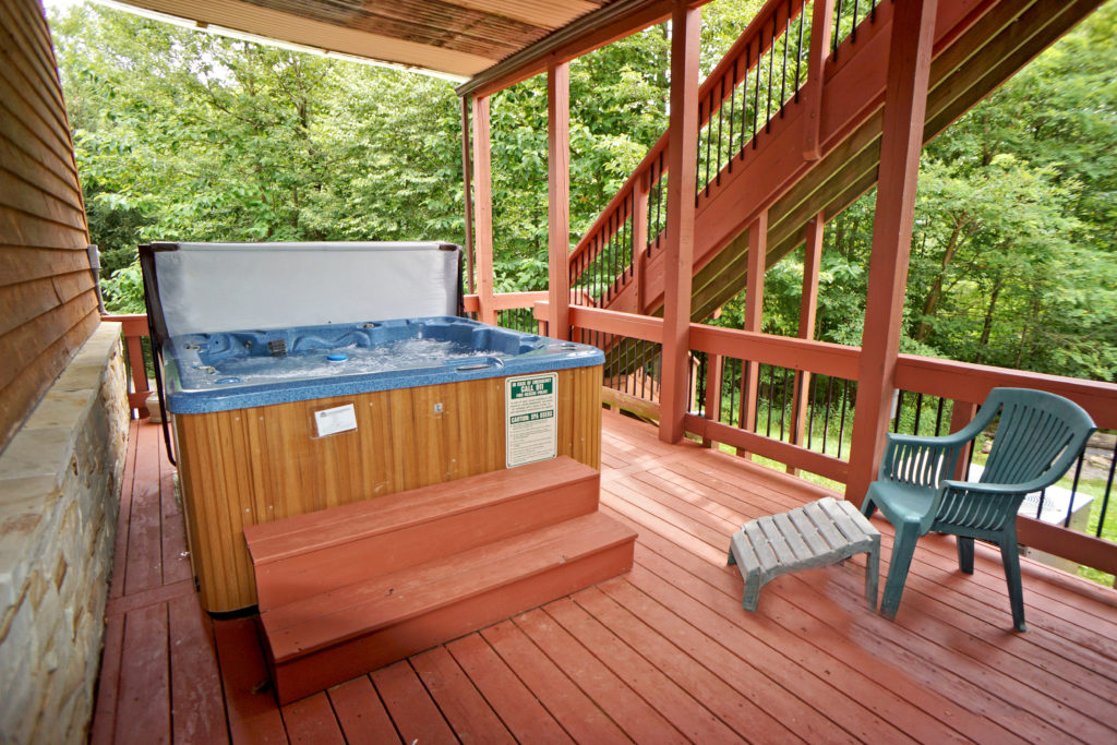 Vacation Lodge Entry Level Outdoor Hot Tub Deep Creek