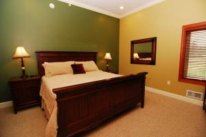 upper level-front-King bedroom suite